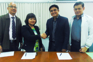 HAI Media formalizes its content commerce partnership with Liberty Insurance for its Kasambahay Insurance and Mediphone service, among others. In photo from left: Daniel Soan (VP-Marketing & Sales, Liberty), Josefina Salvador (GM, Liberty), Homer Nievera (CEO, Heartshaper Asia Inc.) and Dick Cabusao (AVP-Marketing & Sales, Liberty).