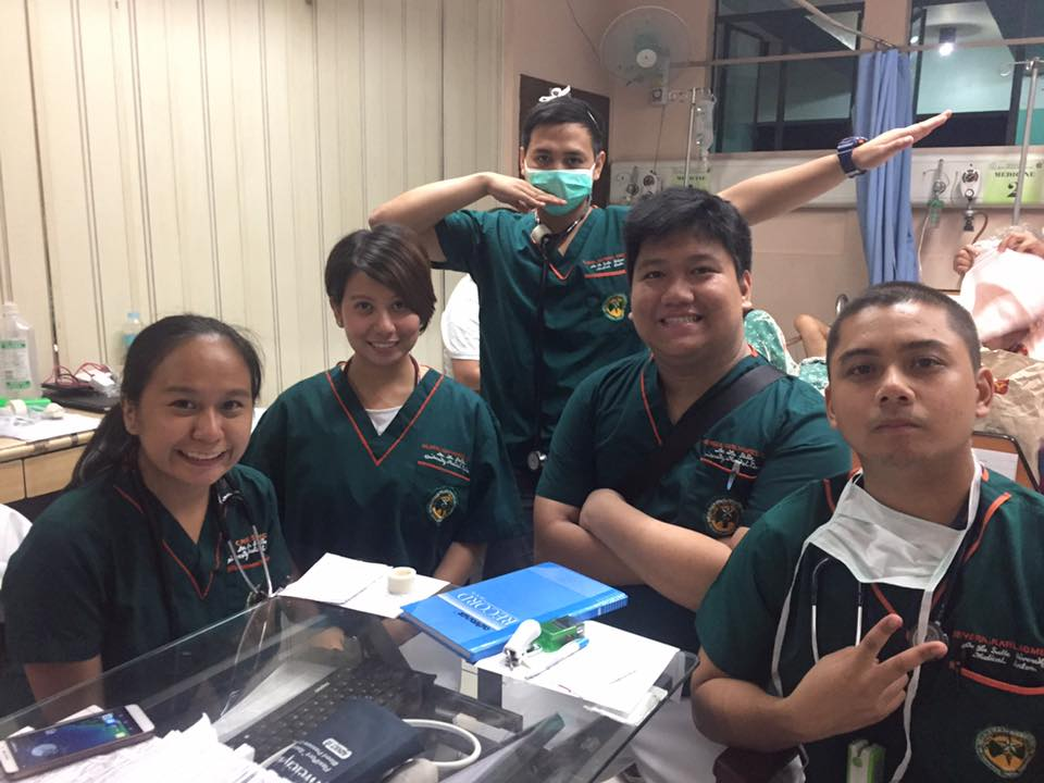 Reviewing for the boards starts with all the diligent duty work. (Dr. Nievera with his duty mates at the Quirino Memorial Medical Center in Quezon City)