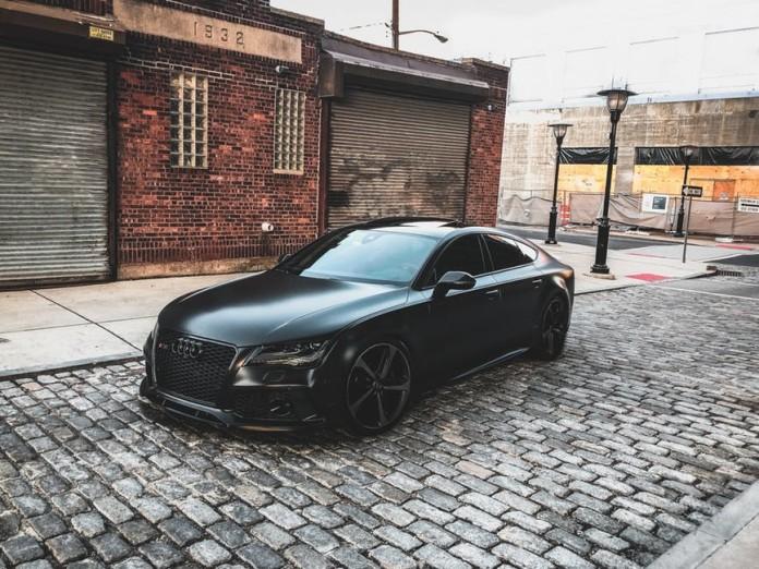 Audi-mechanic